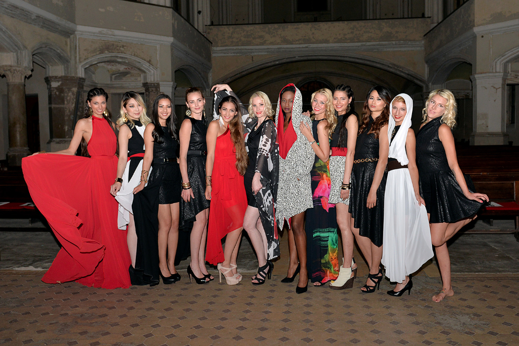 Model group photo in Moni Novy's Collection by Pasquale Scerbo Sarro