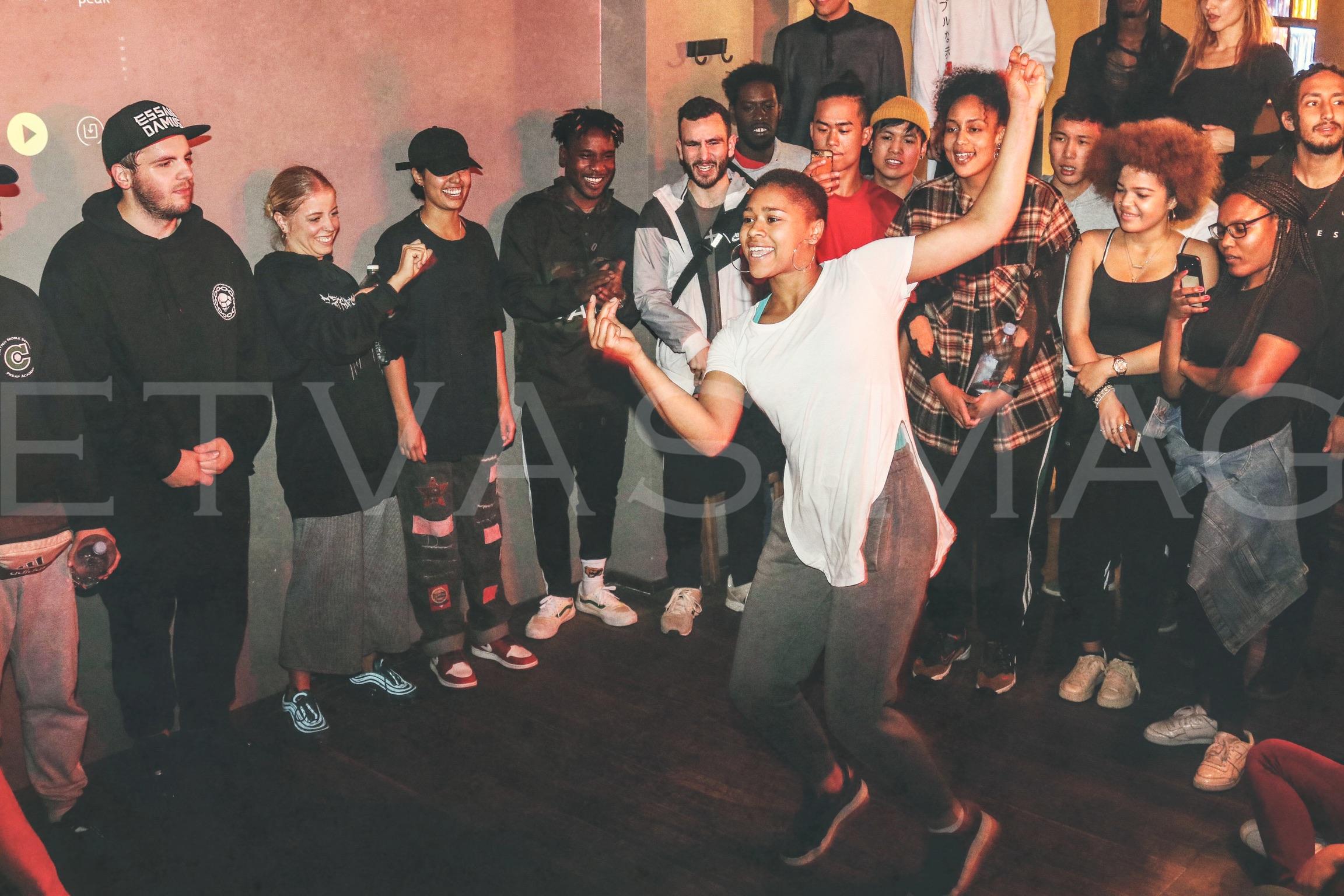 """OLDSCHOOL VS. NEWSCHOOL"" HIP HOP, 1:1 Freestyle Dance Battle"